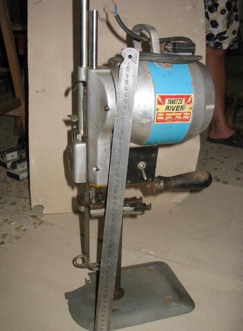 服装电动裁剪机 电剪机 电动剪布机